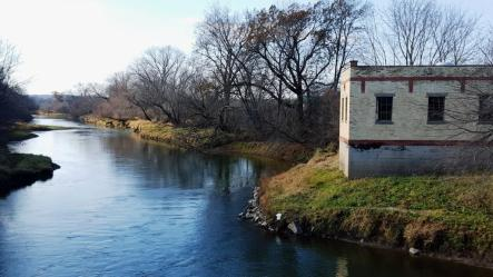 05_Old brick building on Baraboo River southeast of town